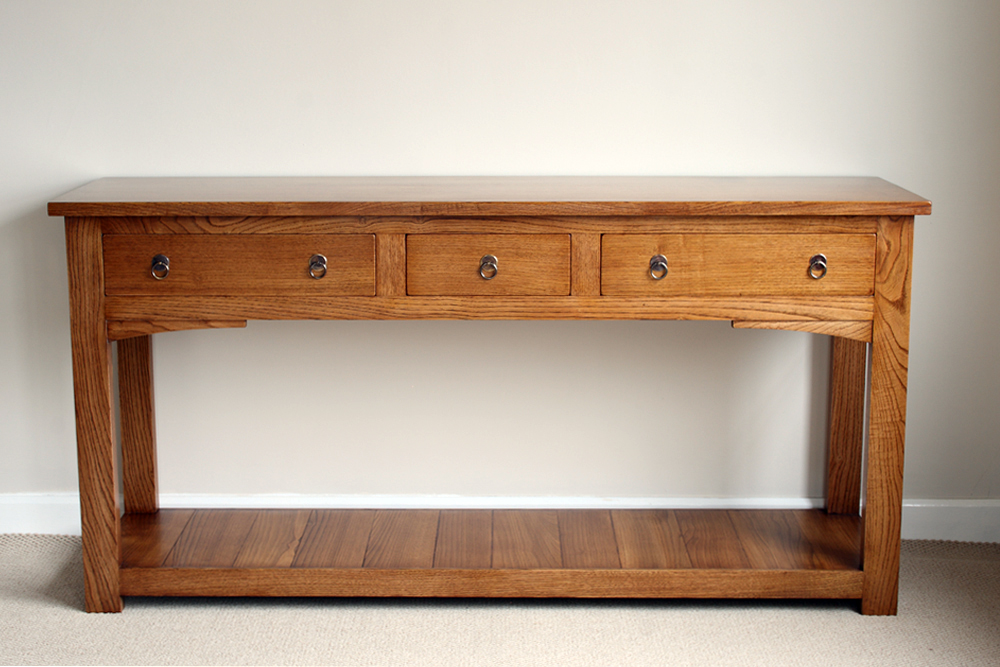 A chestnut side-table with potboard
