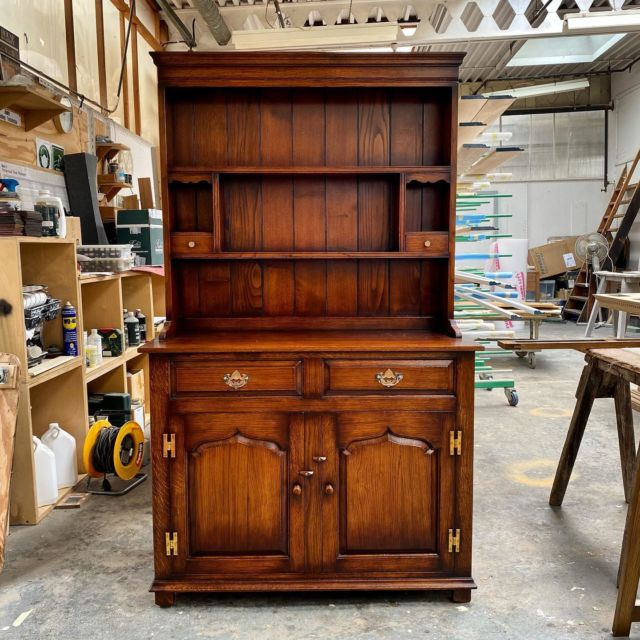 This morning we are admiring this beautiful oak Dresser & rack.  With our exceptional 'standard' finish this dresser would suit any family home.  Made to last for generations to come.
